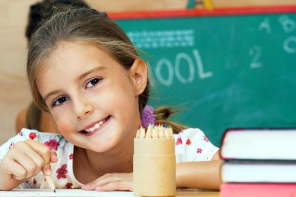 niña en clase 9 Pautas Efectivas para Ayudarles a desarrollar una personalidad madura
