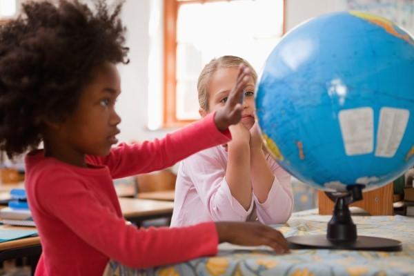 niña bola del mundo Aprender Inglés Jugando. 8 Claves para un aprendizaje lúdico del inglés